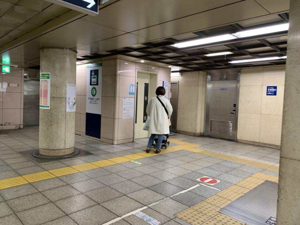北千住駅 千代田線ホームゆきエレベーター乗り場の写真