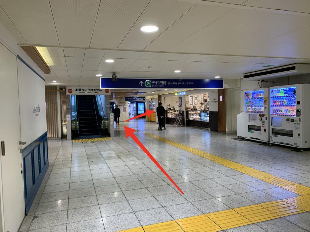 北千住駅地下1階 日比谷線から千代田線への乗り換え通路の写真